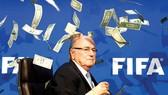 """Đằng sau rắc rối của World Cup 2022: """"Sói già"""" Sepp Blatter vẫn còn giận dữ"""