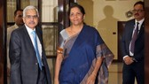 Indian Finance Minister Nirmala Sitharaman and the Reserve Bank of India Governor Shaktikanta Das at a board meeting of the central bank in New Delhi in July.   © Reuters