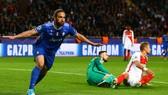Higuain đã giúp Juve bỏ túi chiếc vé chung kết.