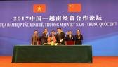 Ông Mai Hoài Anh – Giám đốc điều hành Kinh doanh Viamilk ký kết bản ghi nhớ hợp tác với đối tác Trung Quốc dưới sự chứng kiến của Lãnh đạo chính phủ và Bộ ngành hai nước.