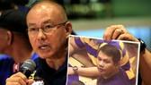 Cảnh sát trưởng Manila Oscar Albayalde công bố ảnh của kẻ phóng hỏa sòng bài ở Manila Jessie Carlos Javier. (Ảnh: Reuters)