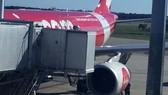 Ảnh do hành khách Dave Perry chụp đăng trên ABC cho thấy một cánh turbine bên trái chiếc Airbus 330 số hiệu D7237 của AirAsia đã bị rời ra