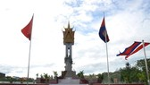 Tượng đài Hữu nghị Việt Nam-Campuchia tại tỉnh Battambang. (Ảnh: TTXVN)