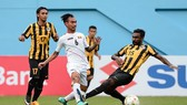 U22 Malaysia (áo sậm) giành vé vào bán kết khi thắng U22 Myanmar 3-1.