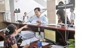 Làm hồ sơ thuế tại Cục thuế TPHCM  Ảnh: CAO THĂNG