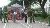 Các em học sinh trong buổi thực hành kỹ năng PCCC