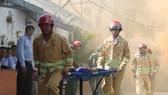 Diễn tập phòng cháy chữa cháy ở khu phố