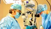 4 bệnh nhân được ghép giác mạc miễn phí