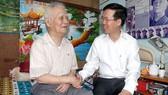Trưởng ban Tuyên giáo Trung ương Võ Văn Thưởng  thăm, chúc tết NXB Trẻ, nhạc sĩ Nguyễn Văn Tý