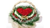 Hoa tươi, quà tặng Valentine chờ khách mua