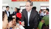 TP Hồ Chí Minh:  Gần 1.390 tỷ đồng chăm lo tết