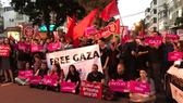 Người dân Tel Aviv biểu tình phản đối quân đội Israel bắn vào thường dân Palestine