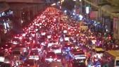 Hà Nội ùn tắc nghiêm trọng do mưa lớn