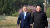 Tổng thống Hàn Quốc Moon Jae-in và nhà lãnh đạo Triều Tiên Kim Jong-un. (Nguồn: International Policy Digest)