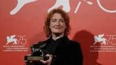 Đạo diễn Jennifer Kent  nhận Giải thưởng Đặc biệt của ban giám khảo