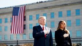 Tổng thống Mỹ Donald Trump cùng phu nhân Melania Trump tưởng niệm các nạn nhân vô tội. (Nguồn: usatoday)