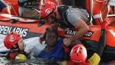 Lực lượng cứu hộ giải cứu người di cư gặp nạn trên Địa Trung Hải ở ngoài khơi bờ biển Libya ngày 17/7 vừa qua. (/TTXVN)