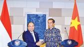 Thủ tướng Nguyễn Xuân Phúc hội đàm Tổng thống nước Cộng hòa Indonesia Joko Widodo bên lề Hội nghị IMF-WB