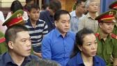 """Bị cáo Phan Văn Anh Vũ (Vũ """"nhôm"""") tại phiên tòa sáng 27-11-2018. Ảnh: TTXVN"""