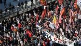 Người biểu tình phản đối G20 trên đường phố Buenos Aires