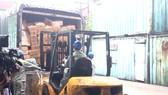 Các cơ quan chức năng TPHCM chuyển hàng giả, hàng kém chất lượng  đến nơi tiêu hủy