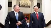Phó Thủ tướng, Bộ trưởng Ngoại giao Phạm Bình Minh đón Ngoại trưởng Hoa Kỳ Michael Pompeo. Ảnh: VGP