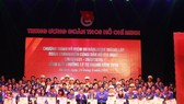Các cán bộ Đoàn, thanh niên tiêu biểu nhận giải thưởng Lý Tự Trọng năm 2019. Ảnh: TTXVN