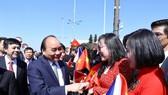 Lễ đón Thủ tướng Nguyễn Xuân Phúc và phu nhân tại sân bay quốc tế Vaclav Havel, Praha      Ảnh: TTXVN
