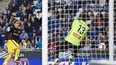 Griezmann và khoảnh khắc ghi bàn vào lưới thủ môn Diego Lopez.
