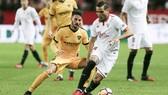 Sevilla (phải) sẽ có trận derby không dễ dàng trước Malaga.
