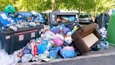 Hình ảnh rác thải không được xử lý ở Rome được chia sẻ trên một fanpage trên Facebook