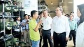 Bí thư Thành ủy TPHCM Nguyễn Thiện Nhân khảo sát khu xử lý nước thải Khu liên hiệp xử lý chất  thải rắn  Đa Phước. Ảnh: Thành Trí