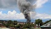 Quân đội Philippines lần đầu tiên dùng hỏa lực hạng nặng để đối phó phiến quân Maute ở Marawi. Ảnh: Reuters.
