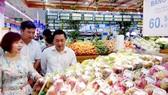 Hàng hóa nông sản được bán tại một siêu thị