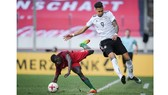 Davie Selke (phải) hy vọng sẽ góp phần giúp Hertha Berlin củng cố vị trí trong hàng ngũ tinh hoa của Bundesliga.
