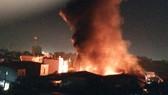 Hình ảnh cháy lớn tại Công ty TNHH Golden Hill Việt Nam. Ảnh PHẠM NGỌC LAN