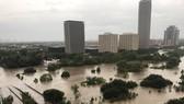 Khu vực dọc theo sông Buffalo Bayou ở thành phố Houston, bang Texas, bị lụt do ảnh hưởng từ bão Harvey. Ảnh: REUTERS