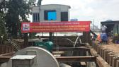 Hệ thống máy bơm để chống ngập đường Nguyễn Hữu Cảnh. Ảnh: QUỐC HÙNG