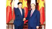 Thủ tướng Nguyễn Xuân Phúc tiếp Thủ tướng Lào Thongloun Sisoulith