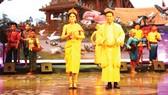 Trình diễn trang phục truyền thống đồng bào dân tộc Khmer