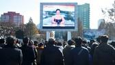 Người dân Hàn Quốc theo dõi thông tin của truyền hình Triều Tiên về vụ thử nghiệm tên lửa, ngày 29-11