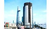 Tòa nhà Saigon One Tower tại quận 1 đang thi công dở dang, được VAMC xiết nợ vào đầu tháng 8-2017. Ảnh: HUY ANH