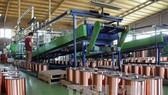 Sản xuất dây điện của một doanh nghiệp tại TPHCM. Ảnh: TTXVN