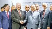 Thủ tướng Nguyễn Xuân Phúc và Thủ tướng Thổ Nhĩ Kỳ Binali Yildirim tại Diễn đàn doanh nghiệp Việt Nam-Thổ Nhĩ Kỳ.