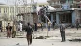 Lực lượng an ninh tại hiện trường vụ đánh bom tự sát ở thủ đô Kabul, Afghanistan, ngày 9-3-2018. Ảnh AP