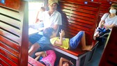 Trẻ em trong toa tàu  