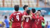 Tranh HCĐ bóng đá nam Asiad 2018: Việt Nam ngang cơ U.A.E
