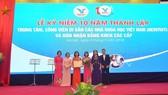 Bộ Văn hóa, Thể thao và Du lịch trao Bằng khen tặng Trung tâm Di sản các nhà khoa học Việt Nam và công viên Di sản các nhà khoa học Việt Nam. Ảnh: Dangcongsan.vn