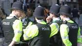 London tăng thêm cảnh sát trấn áp bạo lực