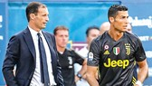 """HLV Allegri vẫn đang chờ Ronaldo (phải) """"thông nòng"""""""